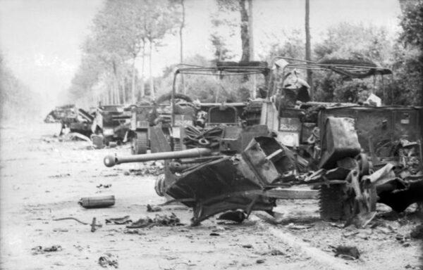 사냥꾼이 휩쓸고 지나간 자리: 프랑스 노르망디 빌레보카쥬(Villers-Bocage), 1944년 6월 8일. 이날 마을 근처에서 매복하고 있던 비트만과 제 101 중전차대대 제 2중대는 마을을 지나가던 영국군 제 7기갑사단을 기습, 큰 피해를 입혔다. 이 전투로 캉(Caen)에 주둔한 독일군 전차교도사단을 측면 공격한다는 영국군의 작전은 완전히 실패로 돌아갔으며, 제 7기갑사단은 반신불수가 되어 전장을 떠나야 했다.
