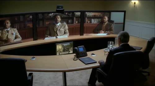 극중 Cisco 텔레프레젠스 시스템을 이용한 영상회의 장면 (© 2001 20th Century Fox Television)