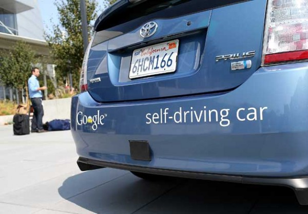 구글의 자동 주행차 프로젝트  (이미지 출처: http://www.autoblog.com/2013/02/08/google-sees-self-driving-cars-in-3-5-years-washington-insurers/ )