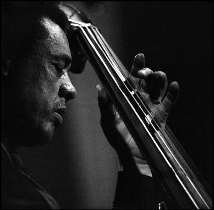 Playing bass, the American jazz musician Charles MINGUS  ⓒGuy Le Querrec