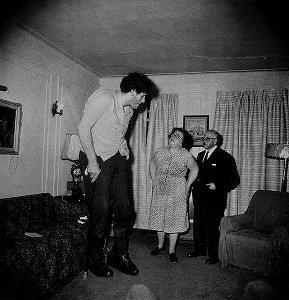 다이안 아버스, Eddie Carmel, 거인증 있는 한 유대인, 부모님과 함께 그의 집에서, New York, 1970