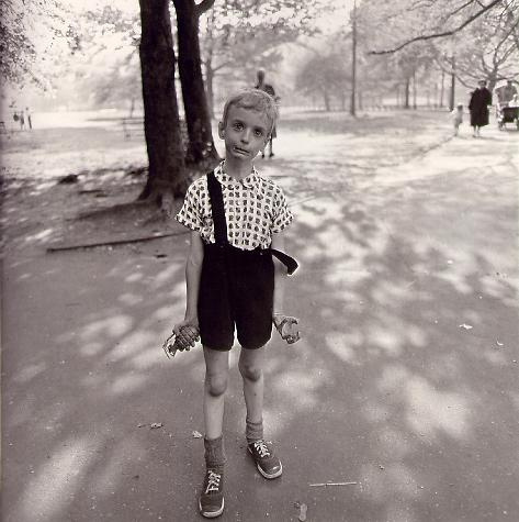 다이안 아버스, 장난감 수류탄을 든 소년, New York City (1962)