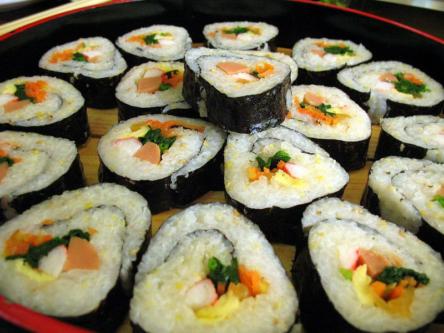 회의 때마다 김밥을 제공하는 '민변'에 감사드립니다. (출처: 위키미디어 공영)