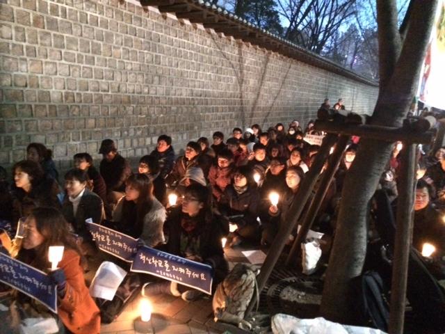 지난겨울, 교육청에서 혁신교육 축소계획 발표에 촛불을 든 학부모들