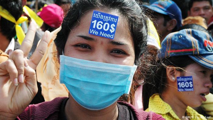 2013년 12월부터 캄보디아 노동자들은 최저 월급을 80달러에서 160달러로 올려달라고 요구했다.