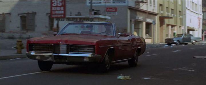 영화 초반 사람이 사라진 뉴욕을 질주하는 장면이 전작 [오메가맨]의 초반 LA 자동차 질주장면 오마주이기도 하다.