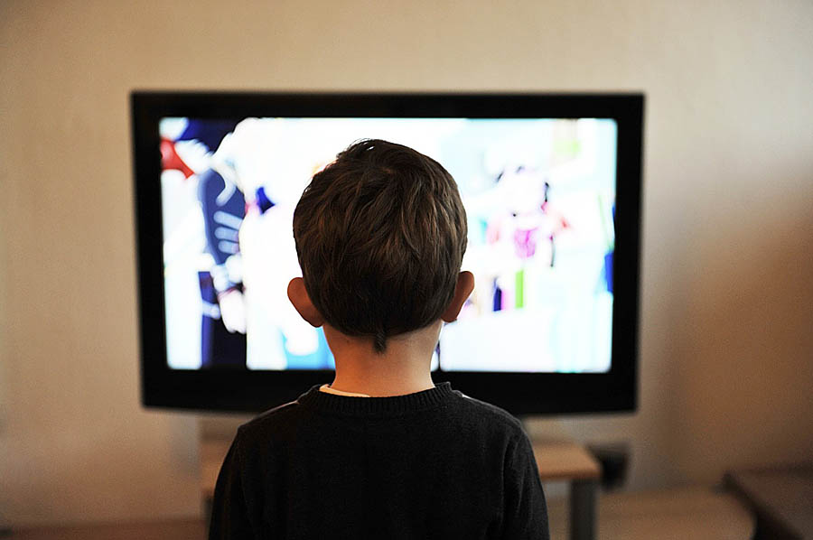 TV보는 아이
