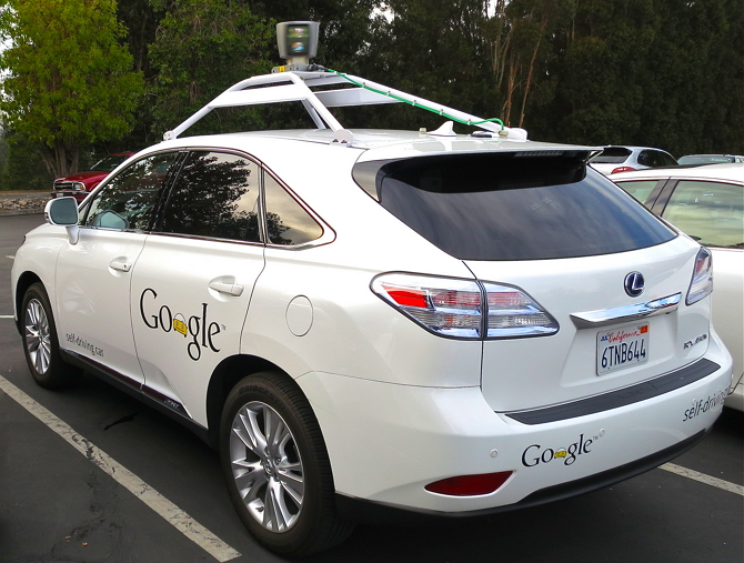 구글 무인자동차 (출처: 위키백과 공용) http://commons.wikimedia.org/wiki/File:Google's_Lexus_RX_450h_Self-Driving_Car.jpg