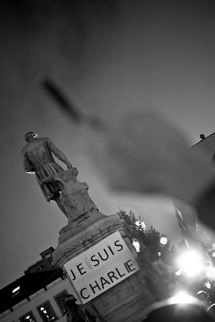 '나는 샤를리다'가 모호하고, 이분법적이며, 일치를 강요한다는 불만도 점점 커지고 있다. (출처:  Valentina Calà, CC BY SA)  https://flic.kr/p/qFuGAo