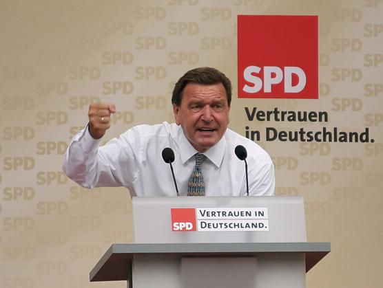 독일 국민연금제도 개혁을 추진한 쉬레더 전 총리. (Gerhard Schröder, 2005년 9월.출처: CC BY-SA 2.0 de)  http://fr.wikipedia.org/wiki/Gerhard_Schr%C3%B6der#/media/File:Gerhard_Schroeder_MUC-20050910-02.jpg