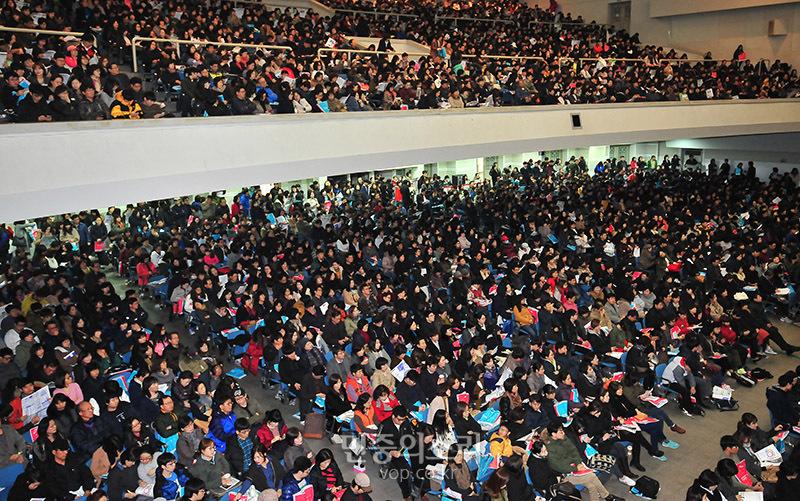 2014년 11월 16일 서울 서대문구 이화여대에서 한 입시학원 주최로 열린 2015년도 대입설명회 모습 (사진 제공: 민중의소리) http://www.vop.co.kr/A00000815161.html