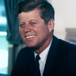 케네디 John_F._Kennedy,_White_House_color_photo_portrait