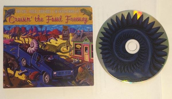 """레이 트롤과 그의 밴드가 2009년에 발표한 음반 """"Cruisin' the Fossil Freeway""""의 CD에는 보시다시피 헬리코프리온이 그려져 있다. 성공한 덕후(...)"""