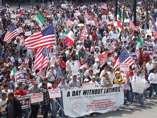 2007년 밀워키에서 있었던 라틴계 노동자의 거리 행진 (Voces de la Frontera, Day without Latinos, Milwaukee-2007, CC BY) https://flic.kr/p/5ndZ3V