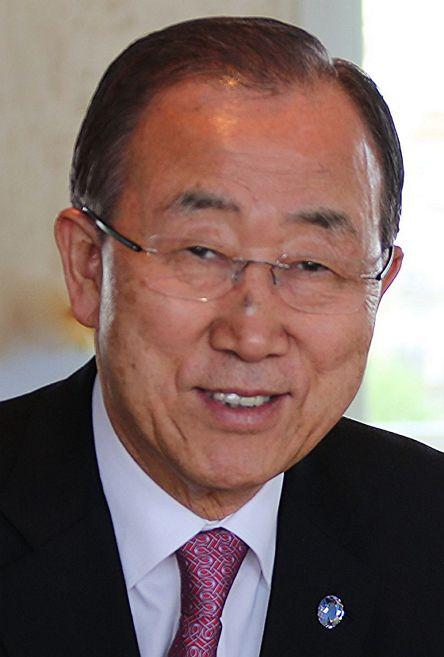 반기문 (2015, 출처: ITU Pictures, CC BY) https://en.wikipedia.org/wiki/Ban_Ki-moon#/media/File:Ban_Ki-moon_April_2015.jpg