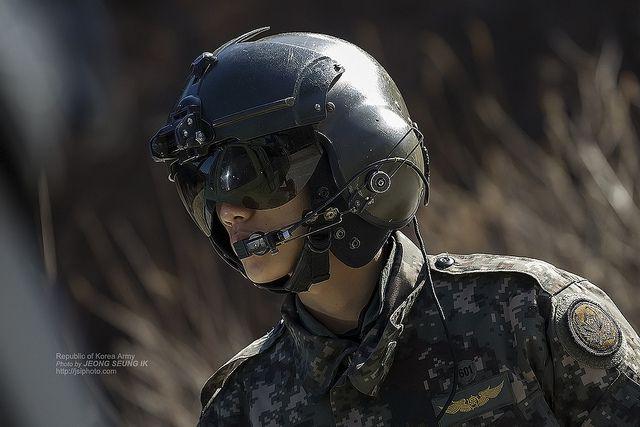 아무리 멋져도 민간인 눈에는 그냥 군인. (출처: 대한민국 국군, CC BY SA) https://flic.kr/p/dyACgZ