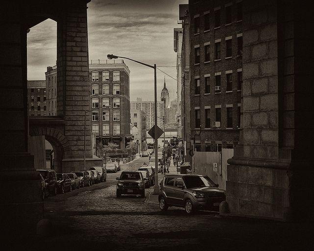 Ryan Vaarsi, Low roads, Brooklyn; May, 2011, CC BY https://flic.kr/p/9KBRry
