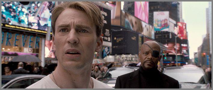 바뀐 세상에 절망스런 표정을 짓고 있는 주인공 © 2013 - Marvel Studios