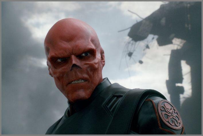 특수부대 하이드라의 수장 요한 슈미트는 슈퍼 혈청을 주입받고 그 부작용으로 굉장한 악인 '레드스컬'이 된다. © 2011 - Paramount Pictures
