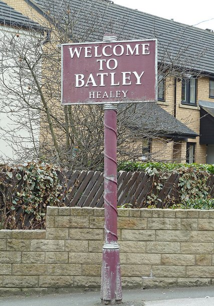 """Tim Green, """"Welcome to Batley"""", CC BY https://flic.kr/p/9sYkUX"""