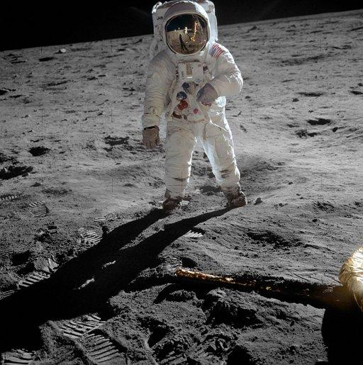 암스트롱이 촬영한 우주비행사 올드린의 모습. 아폴로 11호의 달 착륙이 가능했던 건 많은 이들의 노력 더분이지만, 그중에서도 특히 마거릿 해밀턴의 공을 빼놓을 수 없다.