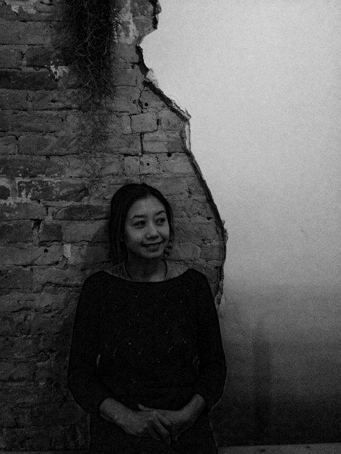 베를린 Neukoln에 위치한 Everyday is Sunday 카페에서 김현정씨의 모습