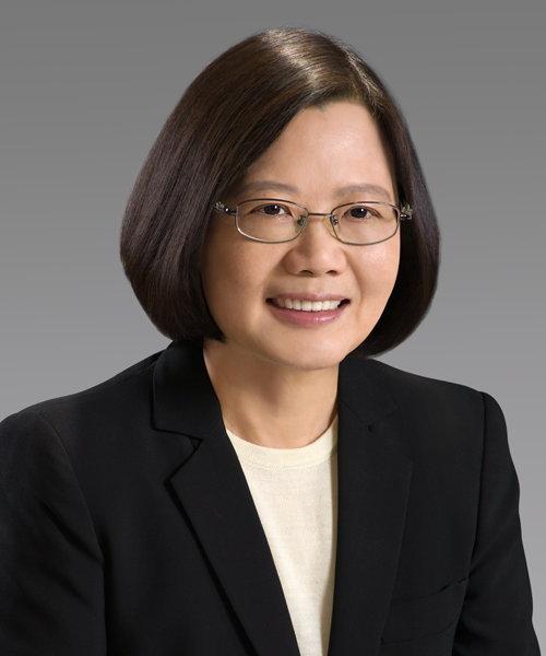 2016년 1월 총통 선거에서 중화민국 최초의 여성 총통으로 선출된 차이잉원 (蔡英文, 1956년 8월 31일 ~ , 임기: 2016년 5월 20일 ~ )