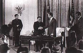 1979년 1월 미국과 공식 수교 이후 9월 중국 지도자 최초로 미국을 방문해 백악관에서 지미 카터 대통령을 만난 덩샤오핑.