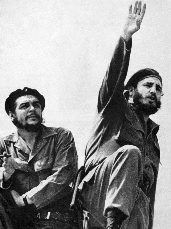 체 게바라(왼쪽)과 피델 카스트로. (사진: Alberto Korda, 1961)