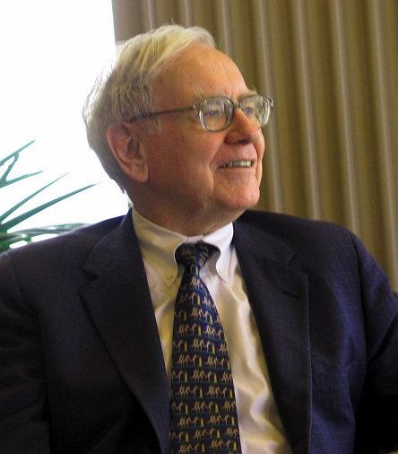 캔사스 대학에 방문해 강연하는 워렌 버핏의 모습 (2005, Mark Hirschey, CC BY SA 2.0, 위키미디어 공유) https://ko.wikipedia.org/wiki/%EC%9B%8C%EB%A0%8C_%EB%B2%84%ED%95%8F#/media/File:Warren_Buffett_KU_Visit.jpg