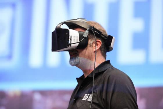 인텔의 프로젝트 얼로이. 혼합현실을 지원하는 헤드셋이다.