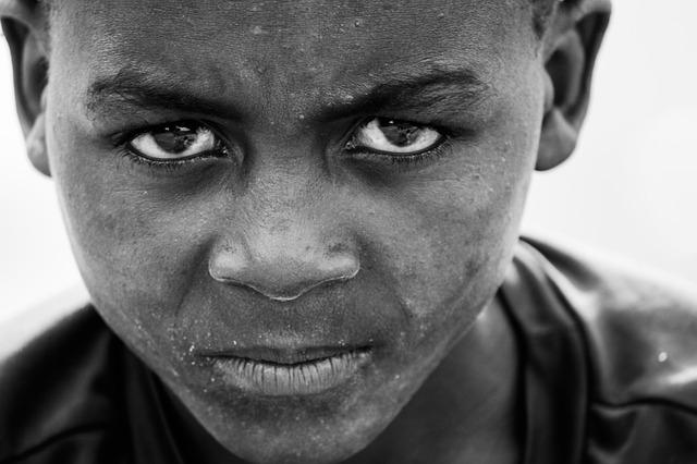 아프리카 소년 분노 남자 좌절 화 앵그리 이슬람
