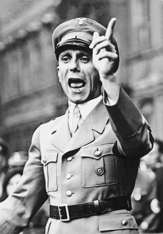 1934년 베를린에서 연설하는 파울 요제프 괴벨스 (출처: Bundesarchiv, Bild 102-17049 / Georg Pahl / CC-BY-SA 3.0)