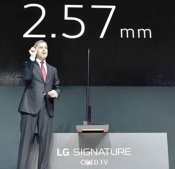 LG TV W시리즈 패널 두께 2.57mm