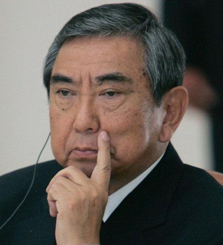 내각관방장관이던 '93년 일본군 위안부 강제 동원 사실을 최초로 인정한 고노 담화를 발표한 고노 요헤이(1937년 1월 5일 ~ )는 일본 헌정 사상 가장 오랫동안 중의원 의장을 맡았던 인물이다.