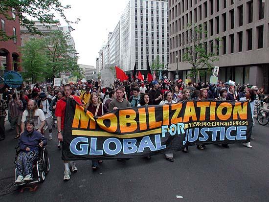 글로벌 저스티스 (워싱턴 DC에 있는 월드뱅크의 정책에 항의하는 시위대)