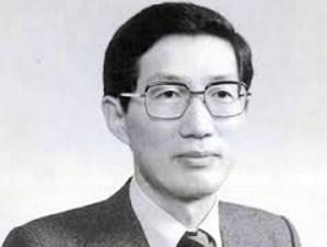 전두환 정권 당시 청와대 경제수석으로 활동하며 '경제대통령'으로 불린 김재익(1938년~1983)은 금융실명제, 물가안정화 정책, 수입 자유화 정책 등을 입안했다. 아웅산 테러로 사망.