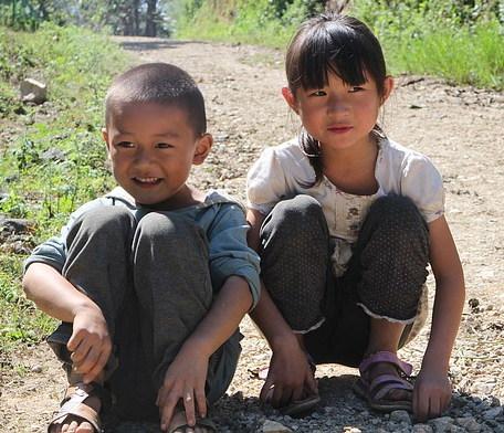 """""""한 아이를 키우려면 온 마을의 노력이 필요하다."""" – 아메리칸 인디언 오마스 족의 격언"""