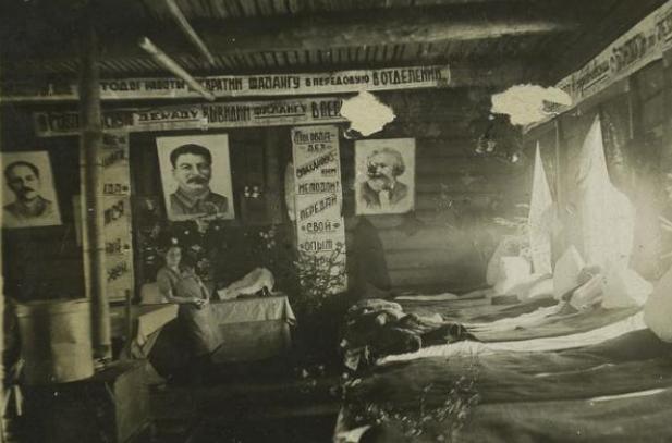 굴라크(ГУЛаг, gulag)는 진보인가? 굴라크는 소련의 강제수용소를 담당하는 기정부기관을 의미한다. 하지만 점점 소련의 강제수용소와 거기에서 행해진 강제 노동 그 자체를 상징하는 용어로 쓰여졌다.