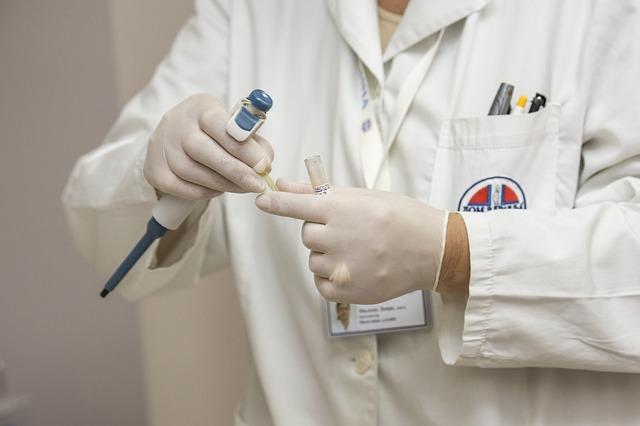 가장 큰 문제는 의료자원이 확률 낮은 검사