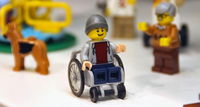 2016년 6월 레고 최초로 출시된 '장애인 소년'