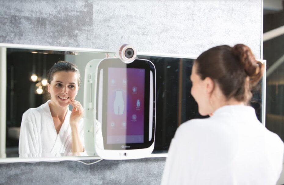 하이미러(HiMirror)는 피부 건강을 체크하는 새로운 경험을 제공한다.