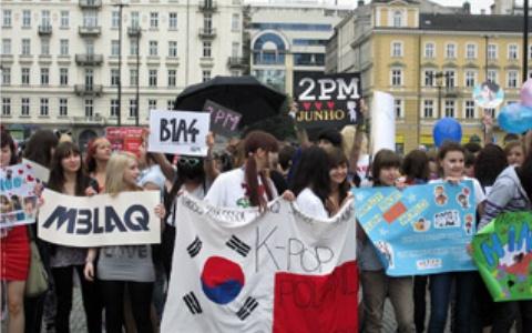 폴란드의 K팝 팬들 (2011년, 출처: 위키미디어 공용, CC BY SA 2.0)