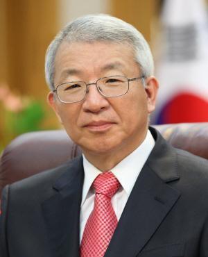 '사법부 블랙리스트' 사건으로 대법원을 박근혜 정권의 주구로 전락시켰다는 역사적 평가에 직면한 양승태 전 대법원장.