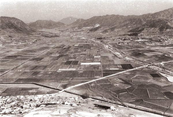 김해시 시가지 모습 (1967년, 출처: 김해문화의전당)