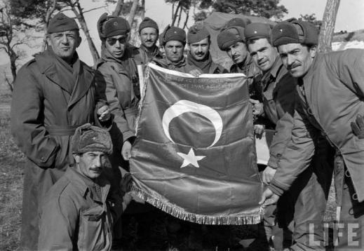 """http://mpva.tistory.com/1158 국가보훈처 공식블로그('훈터')는 터키의 한국전 참전에 관해 """"아무런 이해관계 없이 '형제의 나라'라는 이유로 많은 인원이 지원하였고, 많은 인원이 희생되었습니다.""""라고 말하지만, 터키의 한국전 참전은 나토 가입을 위한 '수단'이었다. 참고로 참전 터키군 공식 수치는 전사 741명, 실종 163명, 부상 2,068명, 포로 244명 등이다."""