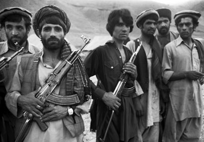 AK 복제품인 56-1식 소총으로 무장한 쿠르드족 병사. 쿠르드족은 터키, 이라크, 이란, 시리아 등 중동 지역에서 흩어져 사는 이란계 산악 민족이다. 하지만 케말에게는 그저 '산에 사는 터키인'일 뿐이었다.