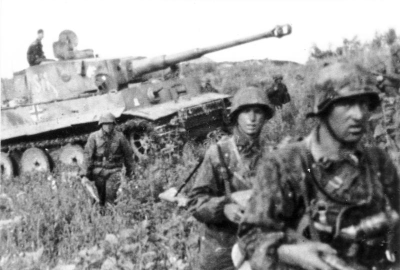 독일군 제2SS기갑사단 병사들과 티거I 전차.