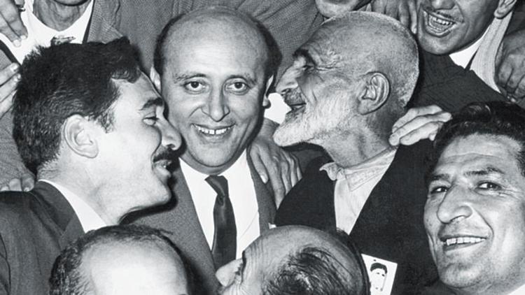 데미렐은 대중친화적인 정치인이었다.