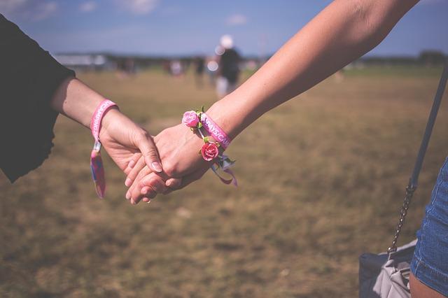 여성 동성애는 오히려 이성애자보다 에이즈에 걸릴 위험성이 낮다.